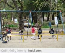 Nỗi khổ của những đứa trẻ bên Nhật Bản.Ôi,tội quá :(