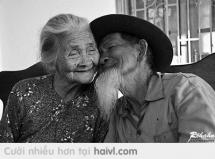 Đôi mình đã già nhưng tình cảm sẽ mãi mãi không già
