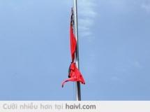 Chúng ta cùng treo cờ rủ... để tiễn đưa người.... vị ANH HÙNG của dân tộc..